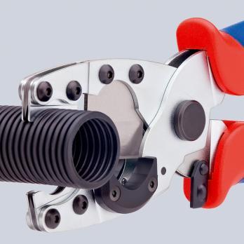 Труборез для комбинированных и защитных труб 210 мм Knipex